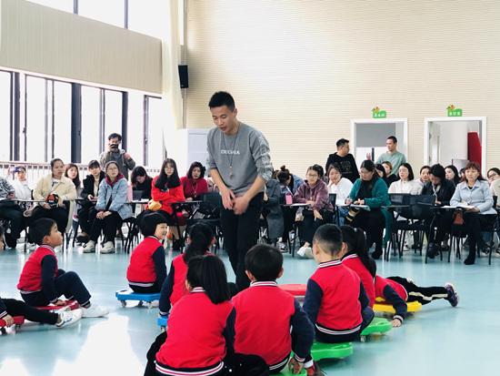 幼儿园专任教师男性比
